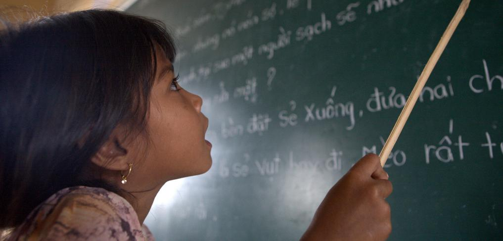 A student of Khmer descent learns Kinh language (the official Vietnamese language) at the Lac Hoa Primary School in Soc Trang province. Copyright: World Bank