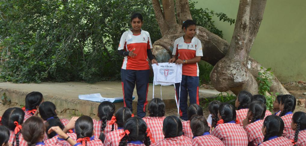 Community Sport Coaches in India teach adolescent girls about menstruation. © The Naz Foundation India Trust.