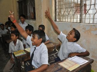 Students in a Municipal School in Mumbai, during a session on GEMS Diary. © ICRW