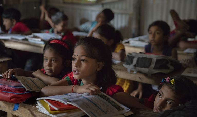 Students participate in class while listing to class teacher at the Sujat Nagar urban slum school in Dhaka, Bangladesh on October 11, 2016. Photo: © Dominic Chavez/World Bank