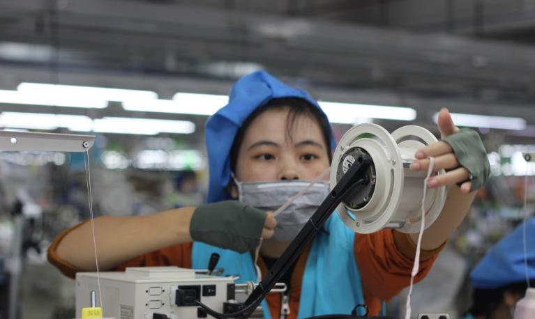 Women account for around half of the Viet Nam's workforce, but occupy less than a quarter of senior management roles. © Thanh Tung/Institute for Studies of Society, Economy and Environment