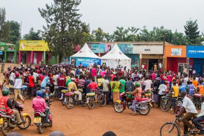 A crowd gathers in Kigali, Rwanda at the start of a performance. ©Jean Bizimana/Changing Lives