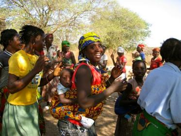Young women dancing in Gambia © Matthew Shaw