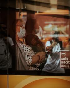 Women on a bus wearing facemasks. Credit: Gender and Covid-19 Working Group
