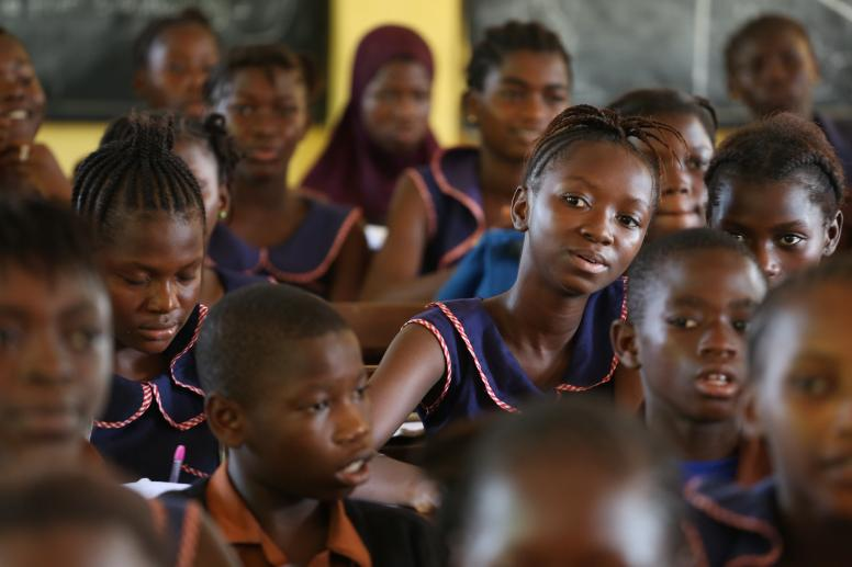 During the Ebola crisis, girls who had access to community centres were more likely to go back to schools. © Dominic Chavez/World Bank